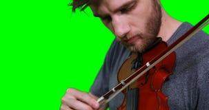Primer del músico de sexo masculino que toca el violín almacen de video