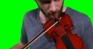 Primer del músico de sexo masculino que toca el violín metrajes