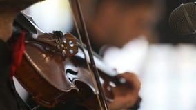 Primer del músico que toca el violín, música clásica, almacen de metraje de vídeo