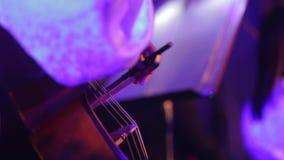 Primer del músico que toca el violoncelo metrajes