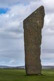 Primer del menhir en el anillo del círculo de piedra neolítico de Brodgar Foto de archivo
