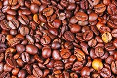 Primer del modelo de la textura del café de los granos de café como fondo Fotos de archivo libres de regalías