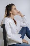 Primer del modelo de moda de la mujer joven foto de archivo libre de regalías