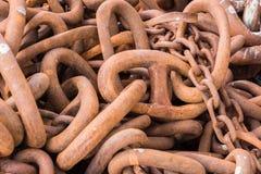 Primer del montón de alambradas oxidadas enormes Imagen de archivo libre de regalías