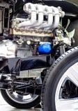 Primer del motor de coche, pieza del motor de coche con las ruedas y corte del drivetrain imagen de archivo