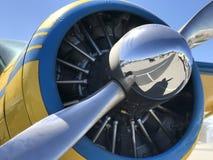 Primer del motor y del propulsor en un aeroplano viejo foto de archivo libre de regalías