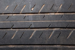 Primer del neumático de coche al fondo Fotos de archivo libres de regalías
