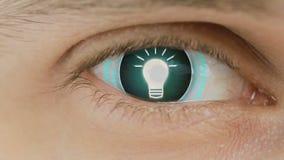 Primer del ojo con el texto del ordenador sobrepuesto Enfoca adentro el centr idea del bulbo de la muestra ilustración del vector