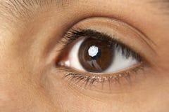 Primer del ojo del muchacho joven Fotos de archivo