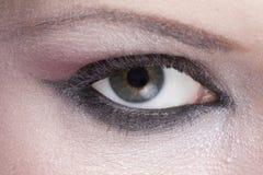 Primer del ojo pardo de la mujer Foto de archivo libre de regalías