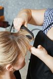 Primer del pelo que se encrespa Imagen de archivo libre de regalías