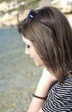 Primer del perfil de la cara de la señora al aire libre Foto de archivo