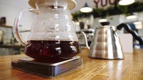 Primer del proceso del goteo del café almacen de video
