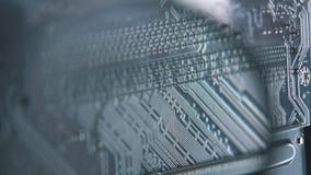 Primer del tablero del ordenador Microchip del dispositivo de alta tecnología digital almacen de metraje de vídeo