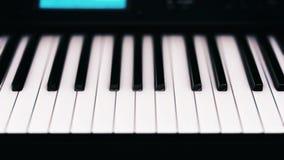 Primer del teclado moderno del sintetizador Sintetizador electr?nico metrajes
