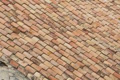 Primer del tejado de viejo Clay Tiles resistido Foto de archivo