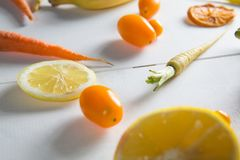Primer del tomate con las frutas anaranjadas Imagen de archivo
