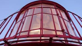 Primer del top del faro con el mecanismo de la rotación de la lámpara en la acción