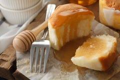 Primer delicioso de la vida del pastel de queso de la miel del postre dulce suave de los pasteles aún Imagen de archivo libre de regalías