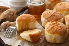 Primer delicioso de la vida del pastel de queso de la miel del postre dulce suave de los pasteles aún Fotografía de archivo