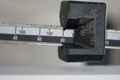 Primer derecho de la escala del peso Fotografía de archivo