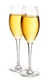 Primer elegante de dos vidrios del champán aislado en un fondo blanco Aún vida festiva Fotos de archivo libres de regalías