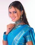 Primer en de la muchacha ndian con la sari Fotos de archivo