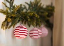 Primer en elementos de la decoración de la Navidad Foto de archivo libre de regalías
