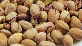 Primer en las nueces de pistacho tostadas almacen de video