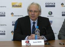 Primer entrenador de la rueda de prensa del poste-partido de Praga Vaclav Sykora del lev del club del hockey Foto de archivo