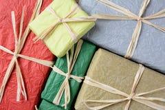 Primer envuelto tejido de los regalos Imágenes de archivo libres de regalías
