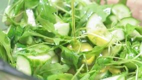 Primer fresco verde de la ensalada del arugula de las mezclas que cocina la comida de la dieta metrajes
