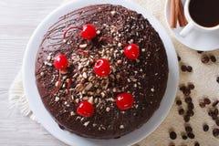 Primer horizontal de la opinión superior de la torta y del café de chocolate Fotografía de archivo