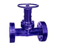 Primer industrial moderno de la válvula de control aislado en el fondo blanco Foto de archivo libre de regalías