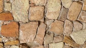 Primer lento de la pared de piedra del movimiento del panorama Lentamente primer móvil 4k de la albañilería de la cacerola almacen de metraje de vídeo