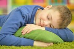Primer lindo del adolescente el dormir Foto de archivo