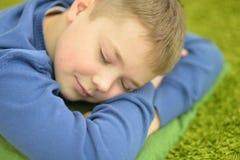 Primer lindo del adolescente el dormir Foto de archivo libre de regalías
