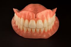 Primer lleno de las dentaduras de la dentadura Odontología ortopédica con nosotros fotos de archivo