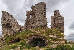 Primer lleno de las ruinas de Ardvreck del castillo, Escocia del marco Imagen de archivo libre de regalías