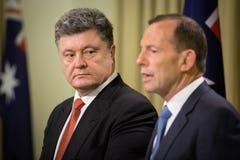 Primer ministro australiano Tony Abbott y presidente de Ucrania P Fotografía de archivo