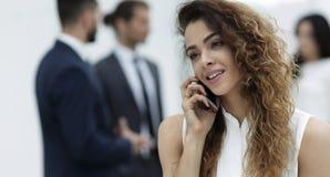 primer Mujer de negocios con un smartphone Imagenes de archivo