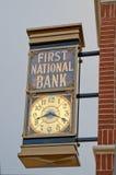 Primer National Bank mide el tiempo Fotos de archivo libres de regalías