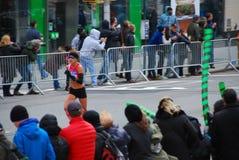 Primer para mujer del maratón de 2014 NYC Imágenes de archivo libres de regalías