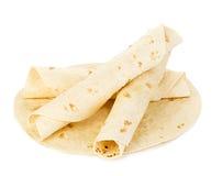 Primer redondo de las tortillas del trigo aislado en el fondo blanco Lavash imágenes de archivo libres de regalías