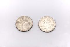 Primer a Rhode Island State Symbol en moneda del dólar cuarto en el fondo blanco Fotografía de archivo