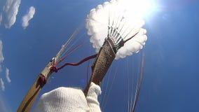 Primer salto de paracaídas almacen de video