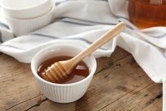 Primer sano dulce delicioso de la vida del cazo de la miel aún Fotografía de archivo libre de regalías