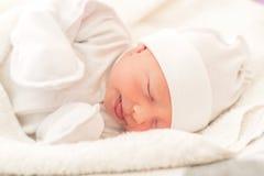 Primer soñoliento del bebé en una choza de bebé fotografía de archivo libre de regalías