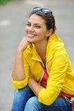 Primer sonriente hermoso del retrato de la muchacha Imagen de archivo libre de regalías