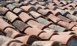 Primer tejado viejo del tejado, teja de la arcilla, historia foto de archivo libre de regalías